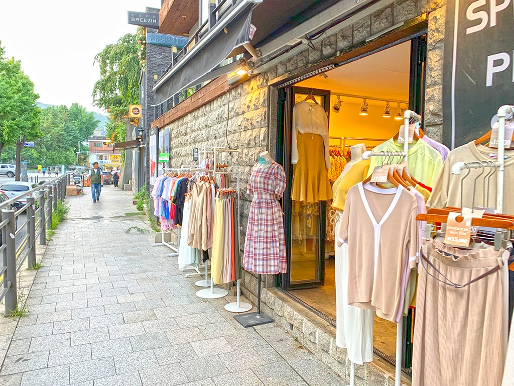 Boutique clothing stores in Samcheongdong