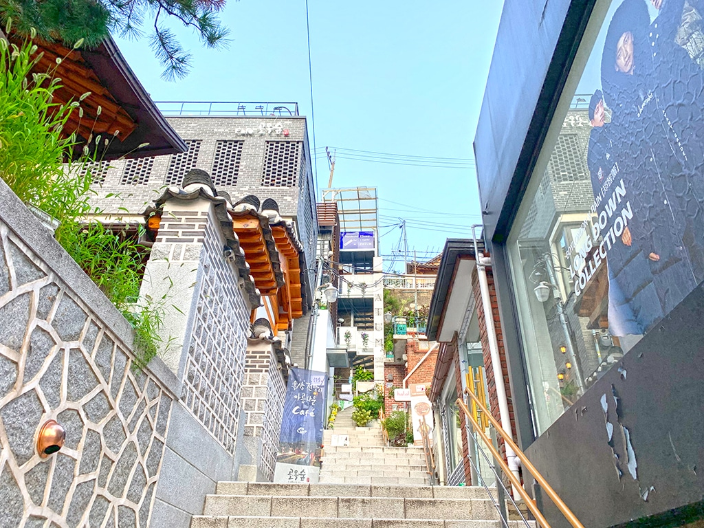 Cute cafes up a side street in Samcheongdong