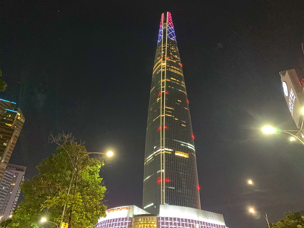 Lotte World Tower at night