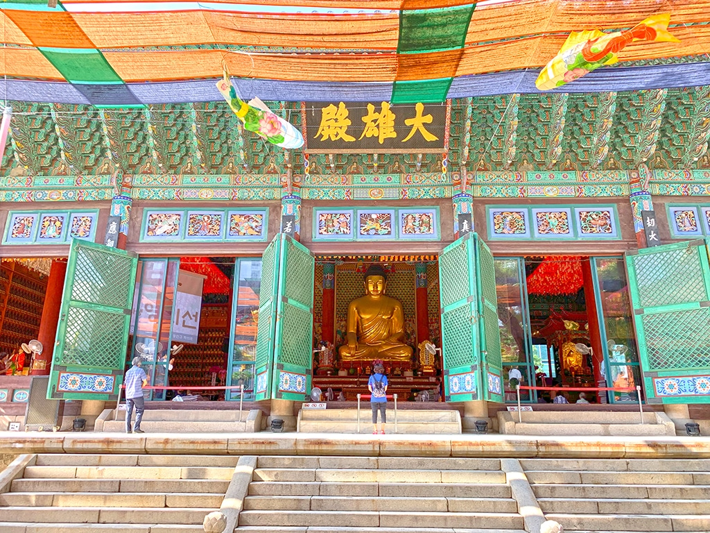 Prayer hall at Jogyesa temple