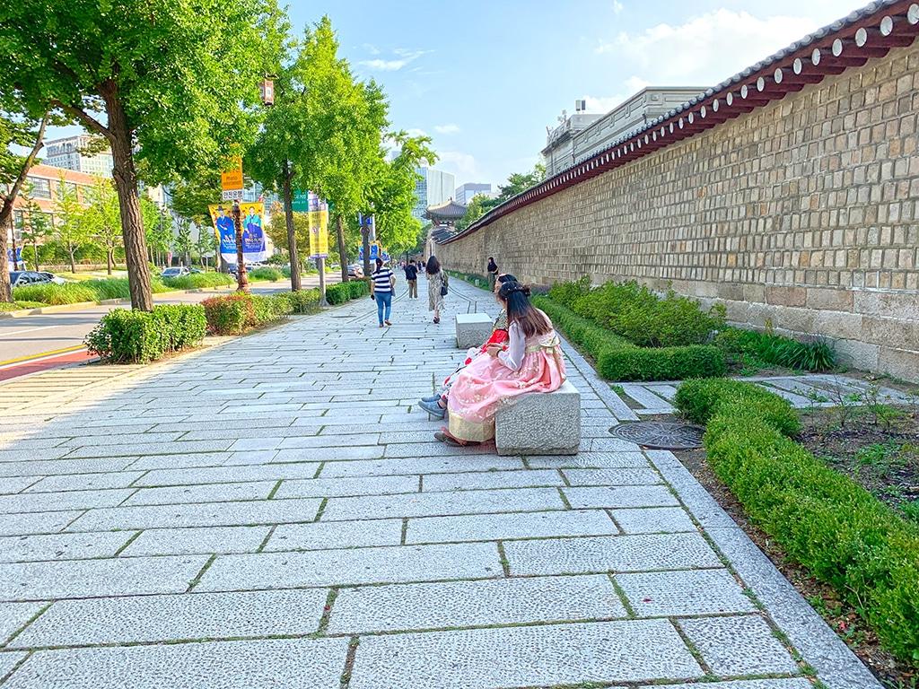 The wall along Gyeongbokgung