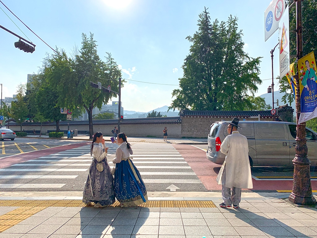 Walking around Seoul in hanbok
