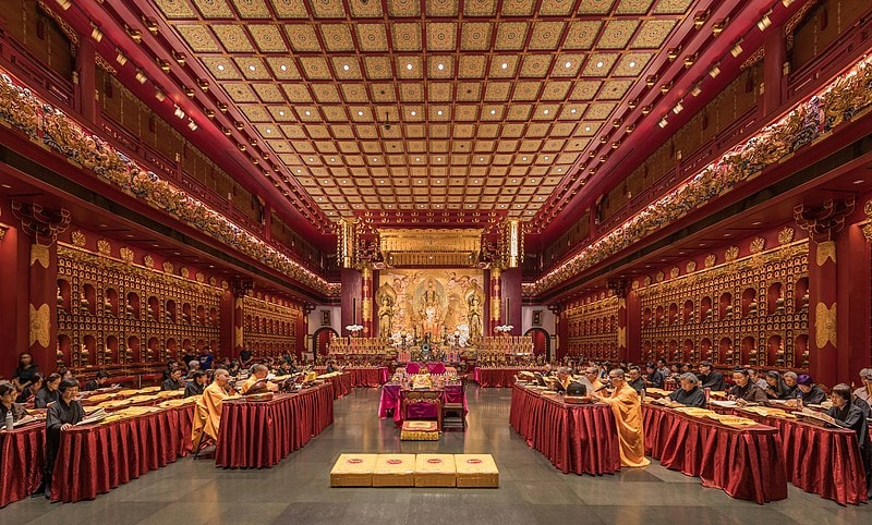 Praying monks and nuns in the Buddha Tooth Relic Temple main hall