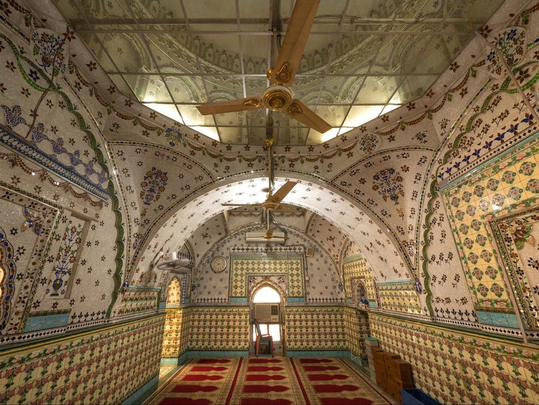 Dhaka's Star Mosque inside 02