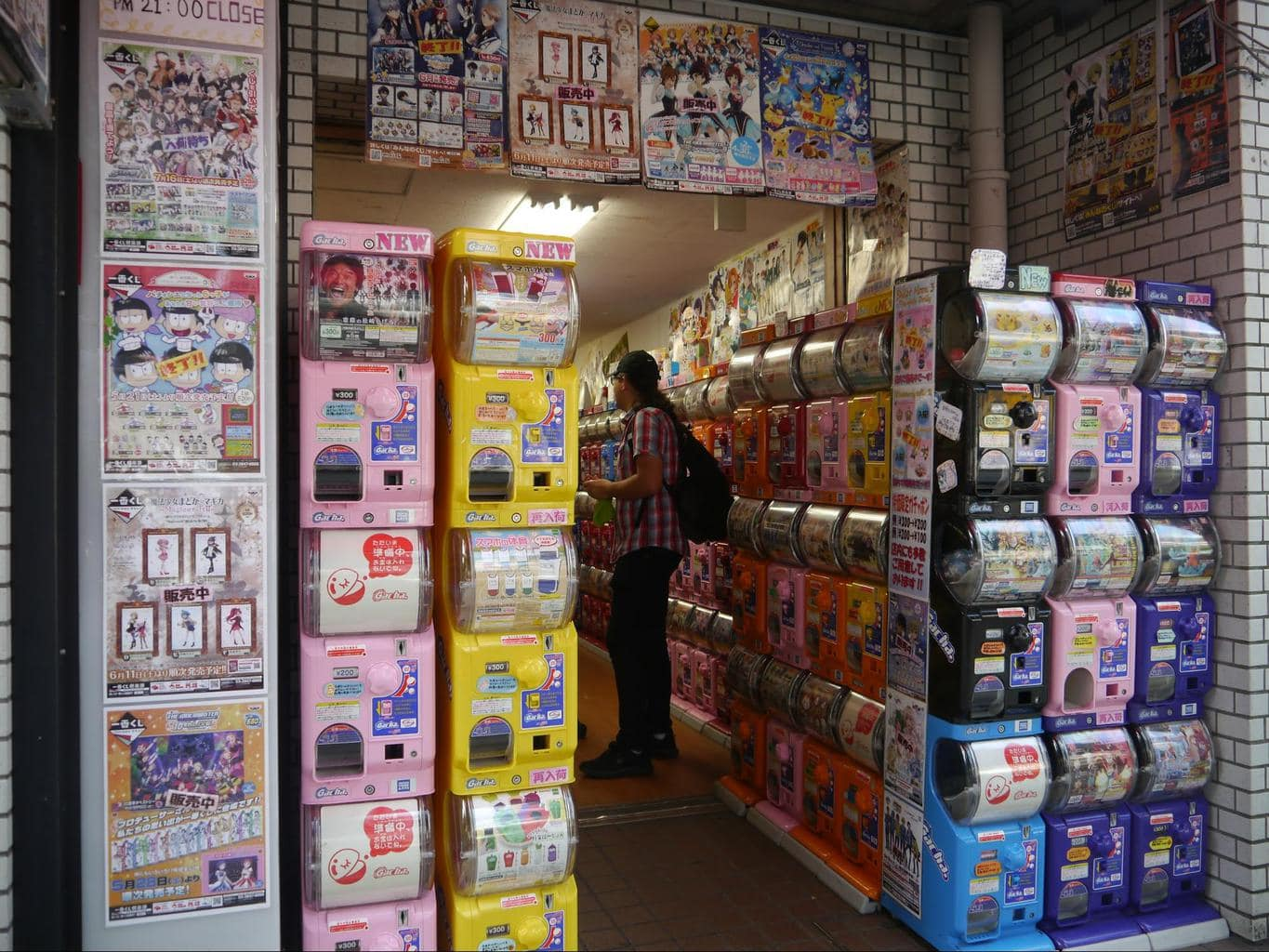Gachapon machines, an unusual way of shopping in Tokyo