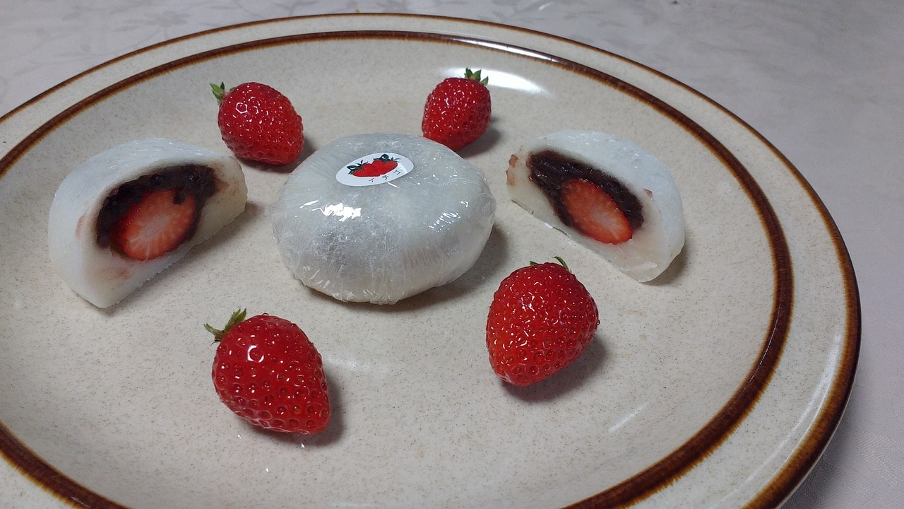 Mochi with strawberry and chocolate sauce