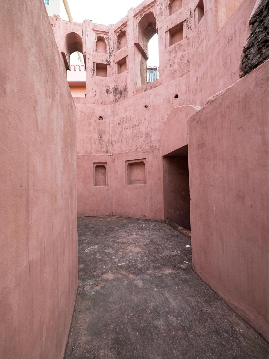 Passages and maze below the bastion of Lalbagh Fort