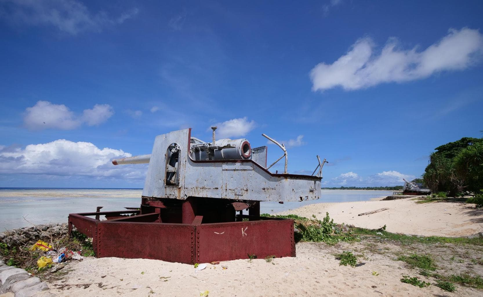 WWII Japanese guns in Kiribati