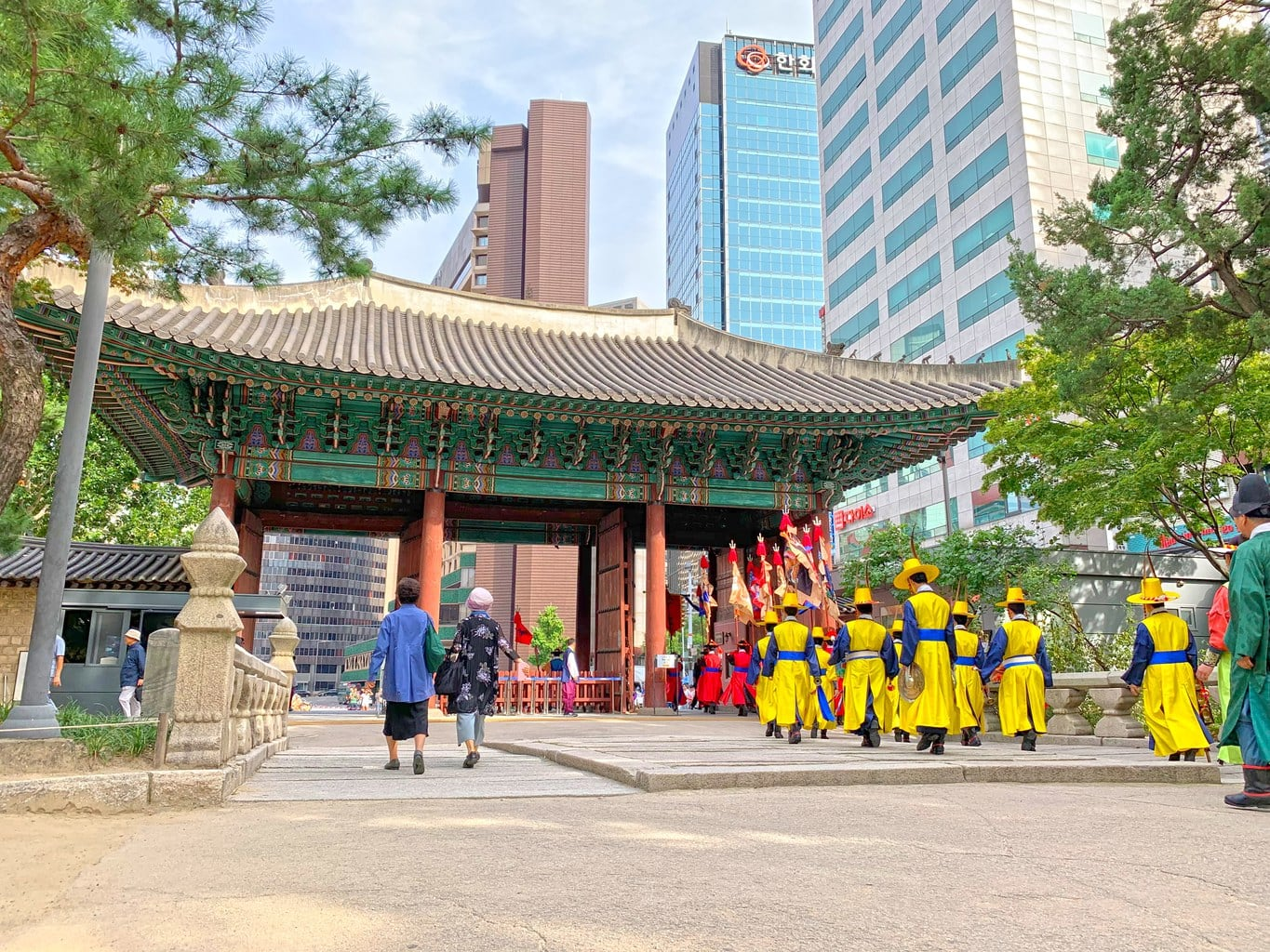 Changing of the guards at Deokhongjeon Palace Gate
