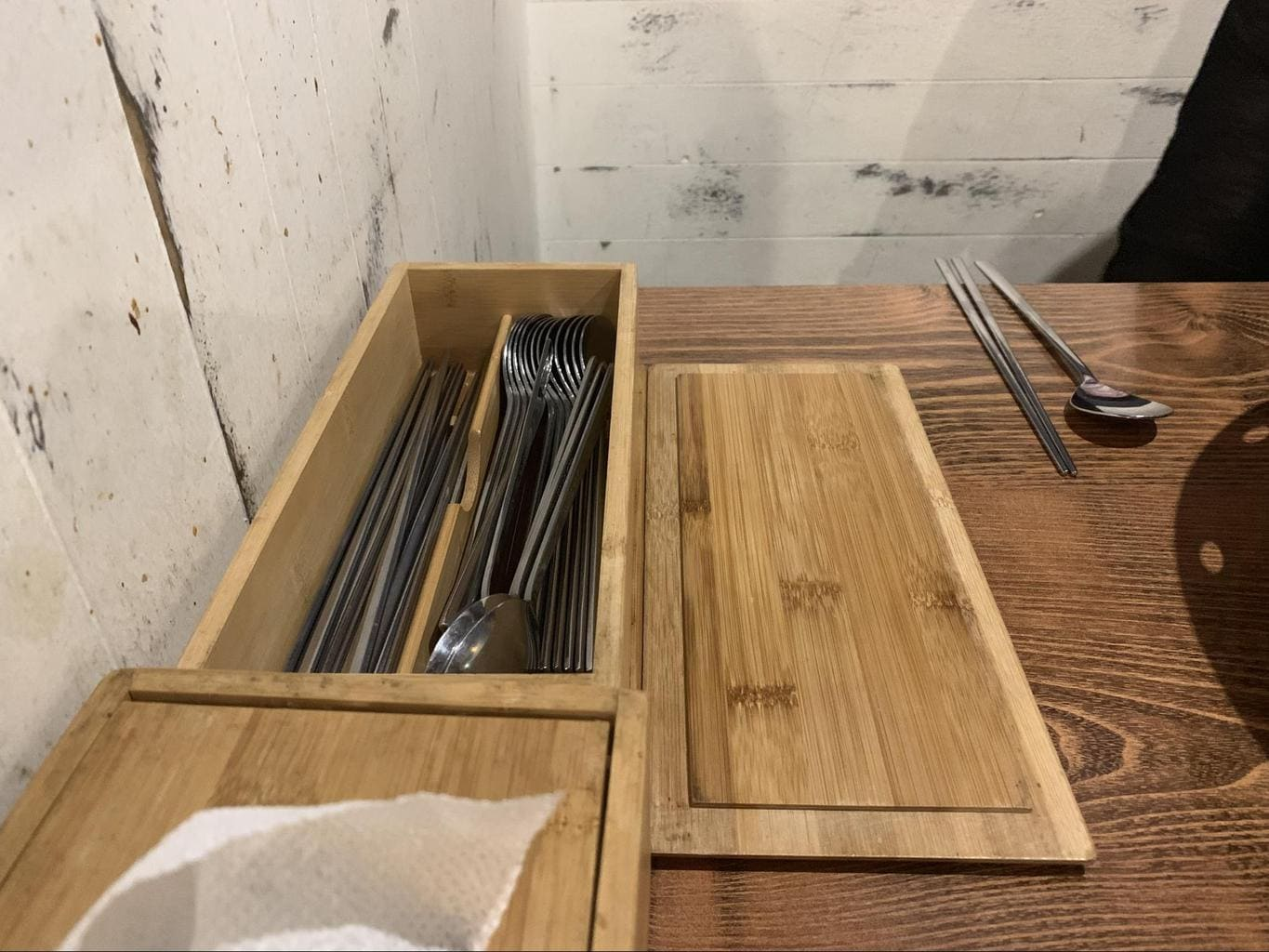 Cutlery is hidden in a box