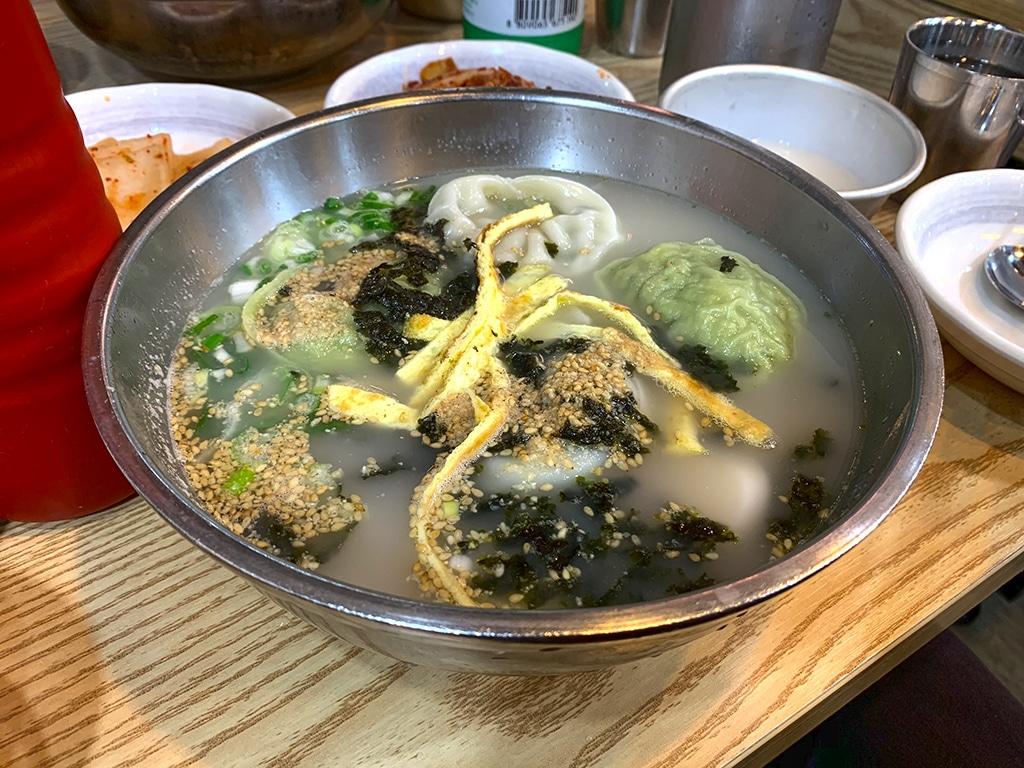 Full bowl of manduguk