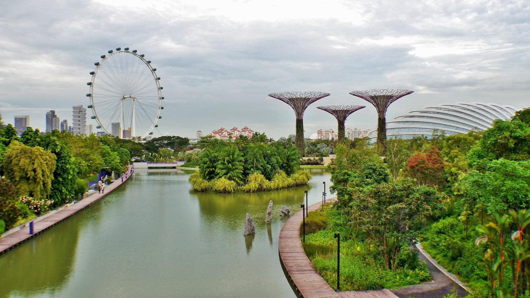 Gardens by the Bay lakes