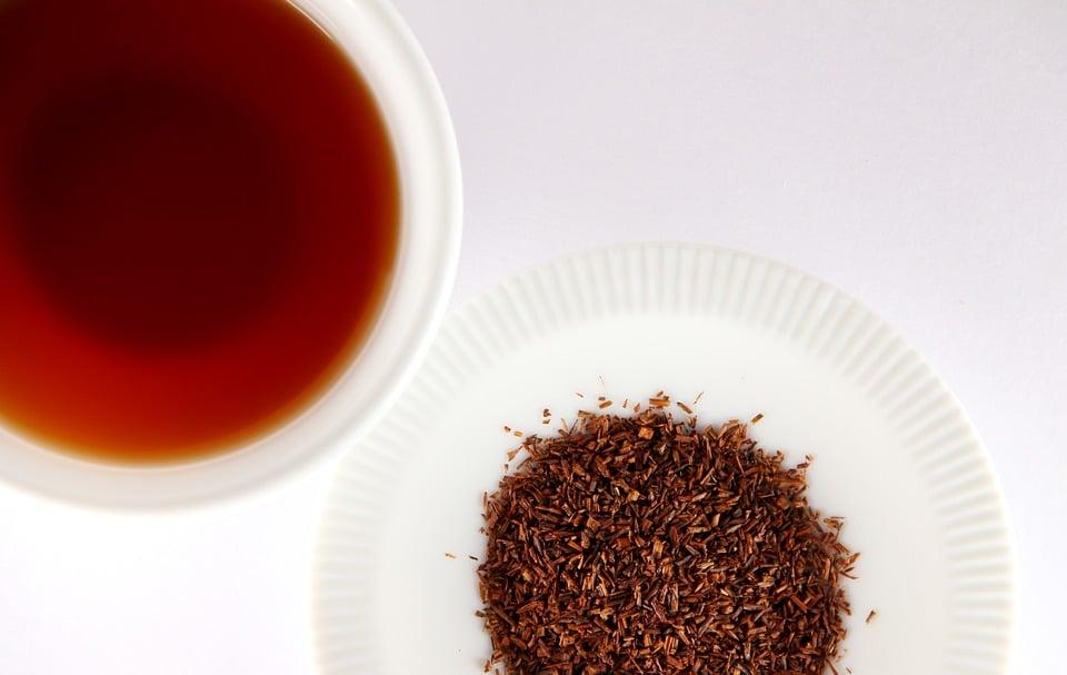 Rooibos tea and leaves