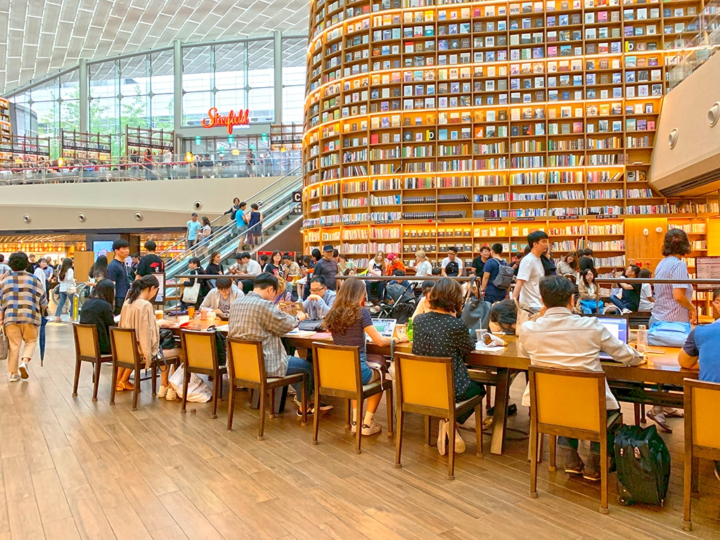 Starfield COEX Public Library downstairs seating area