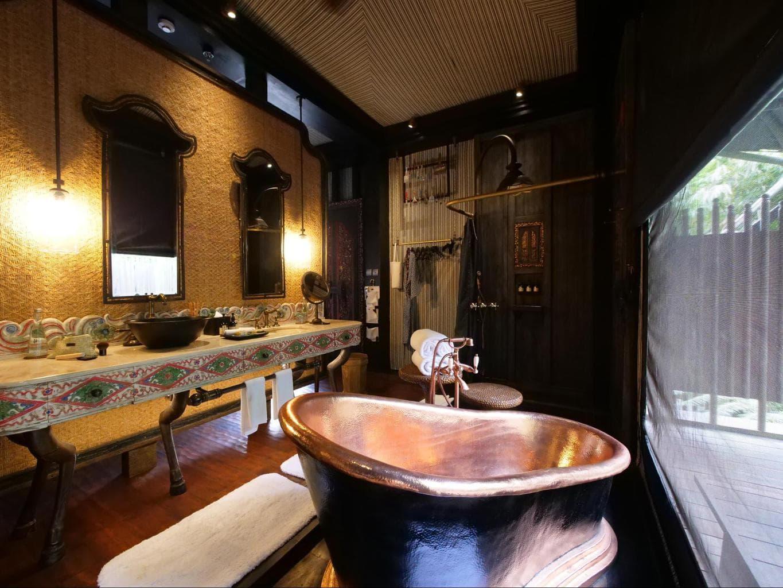 The bathroom inside Capella Ubud's tents 01