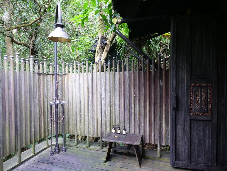 The bathroom inside Capella Ubud's tents 02