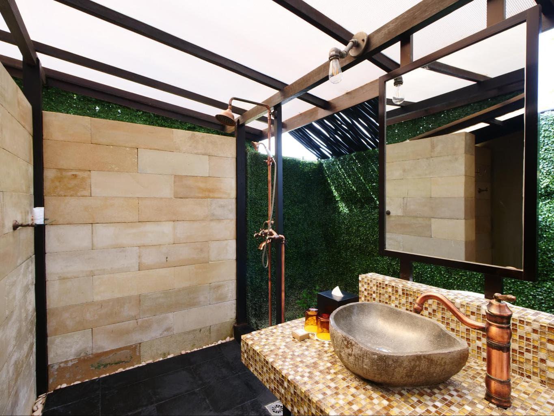 The bathrooms at Natra Bintan glamping tents 01