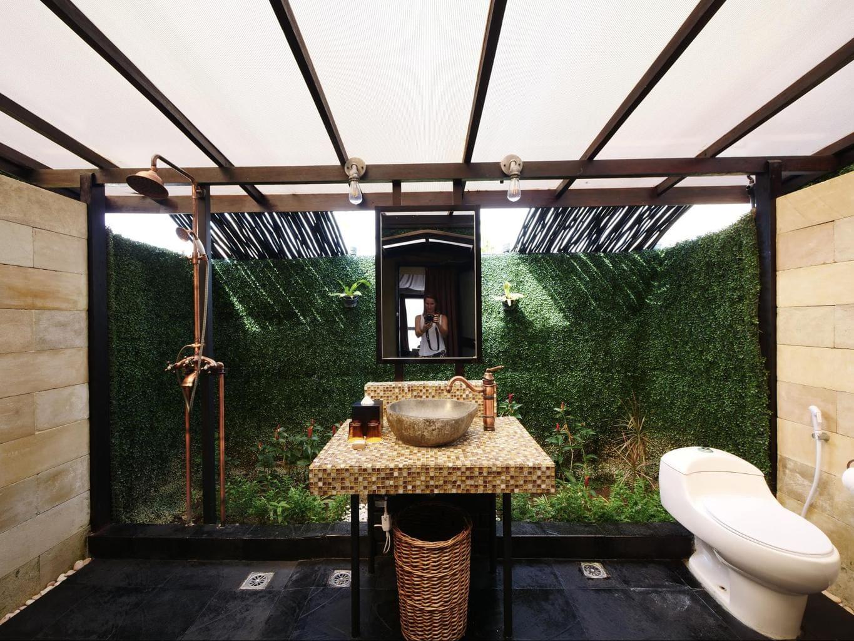 The bathrooms at Natra Bintan glamping tents