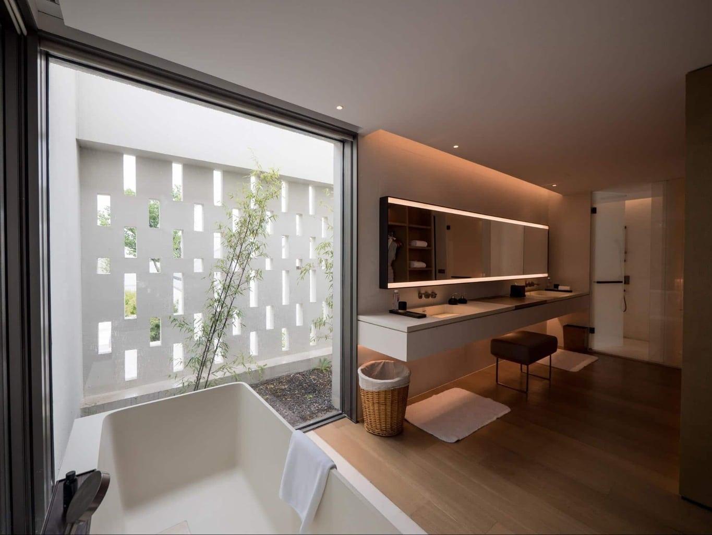Bathtub and bathroom at Alila Wuzhen