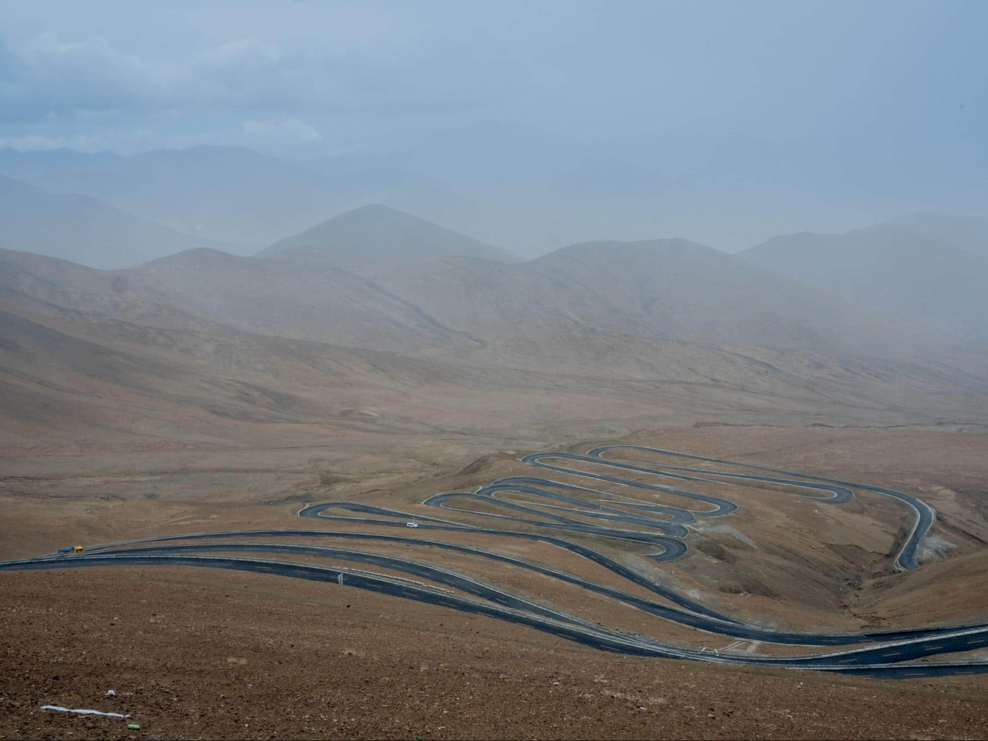 Winding road on the way to Everest base camp