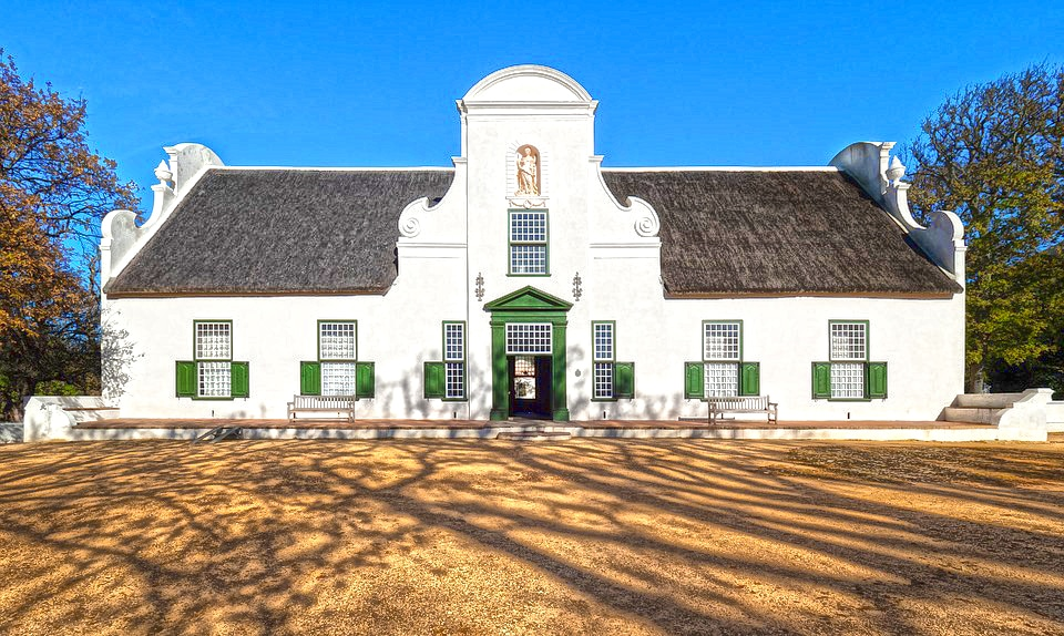 Cape Dutch architecture at Groot Constantia. Pixabay CC0