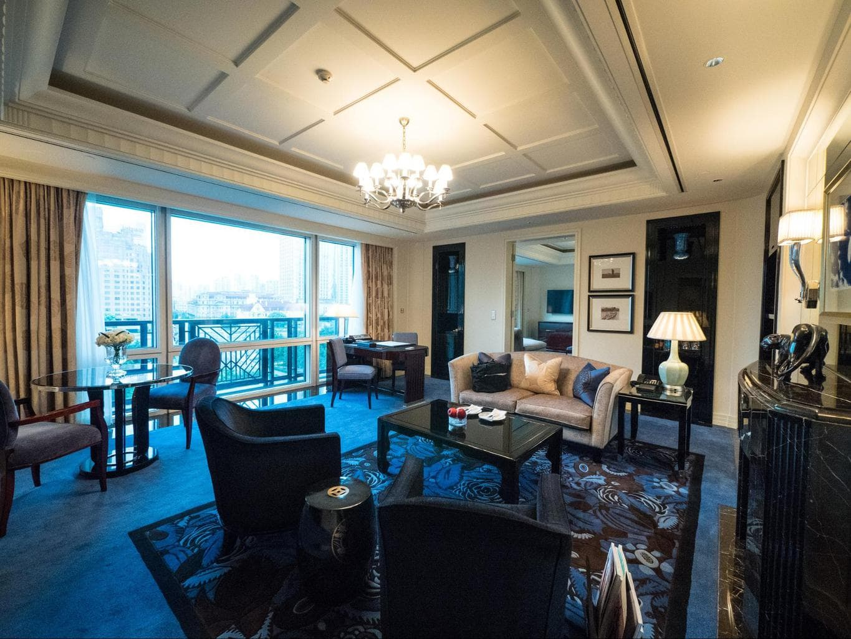 Deluxe River Suite living room