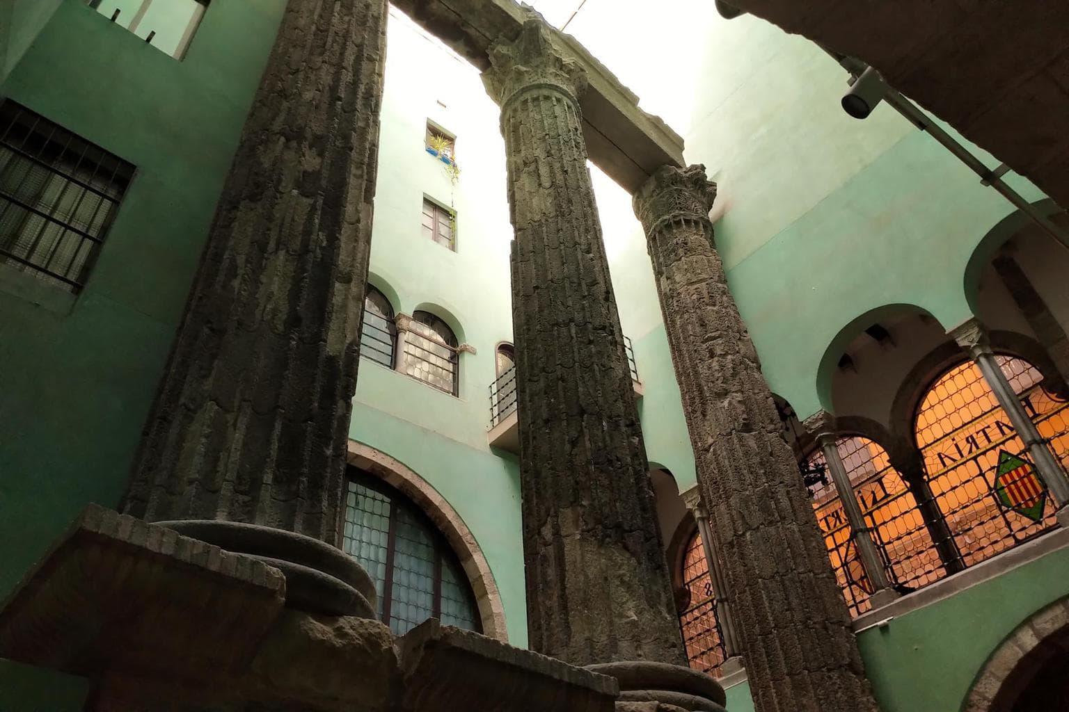 Palau de la Generalitat columns