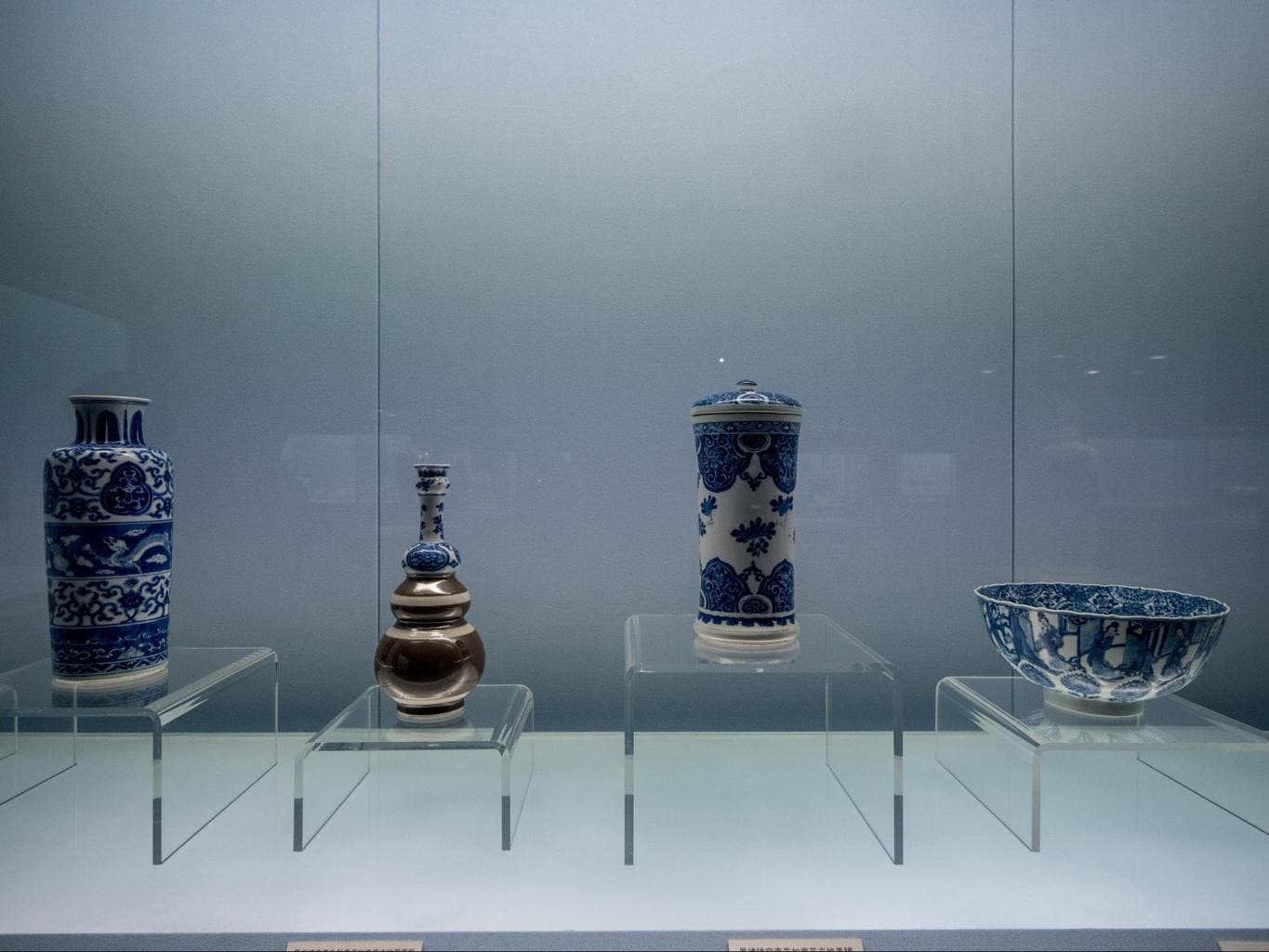The exhibits at the Shanghai Museum vases