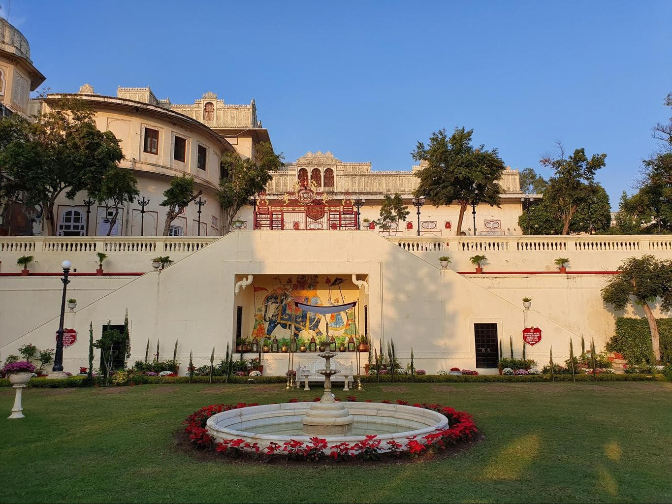 The main courtyard at Shiv Niwas Palace
