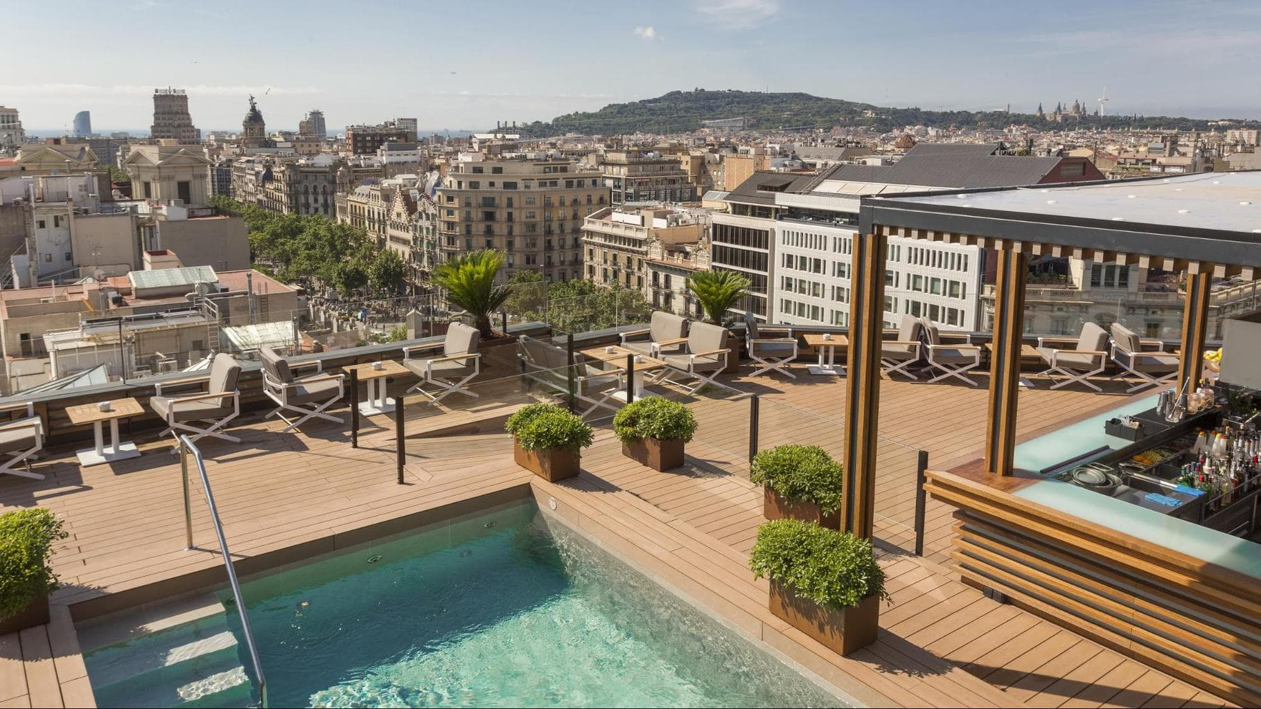La Dolce Vitae rooftop pool, bar and restaurant at Majestic Hotel & Spa Barcelona plunge pool