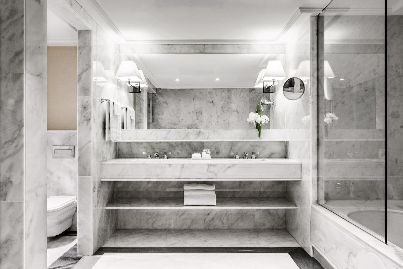The bathroom at Majestic Hotel & Spa Barcelona