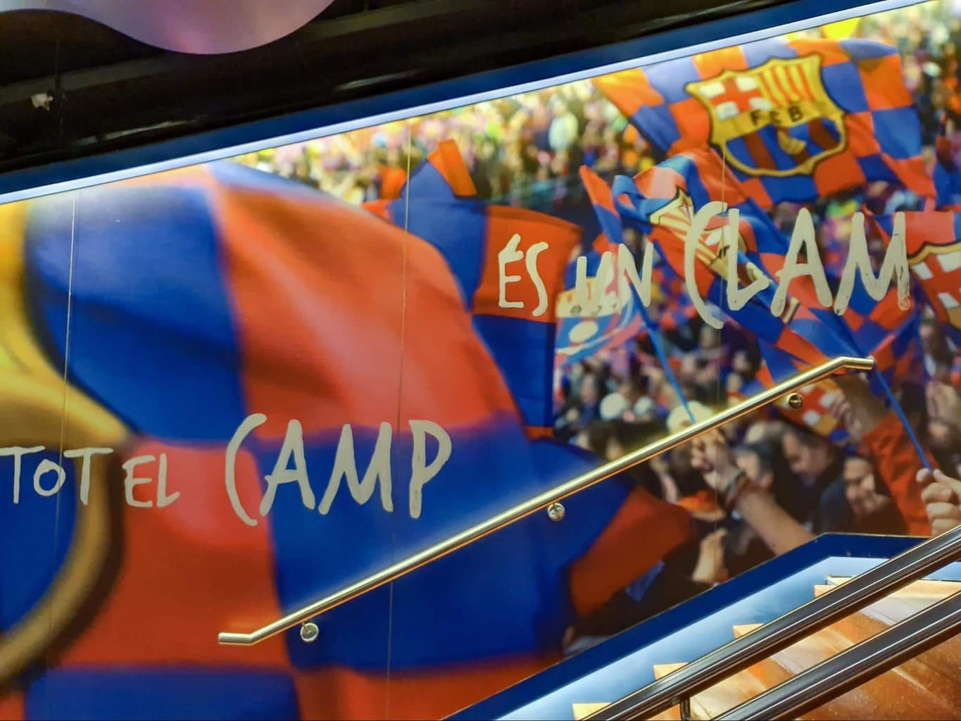 Barça's anthem written on the walls of the player's tunnel