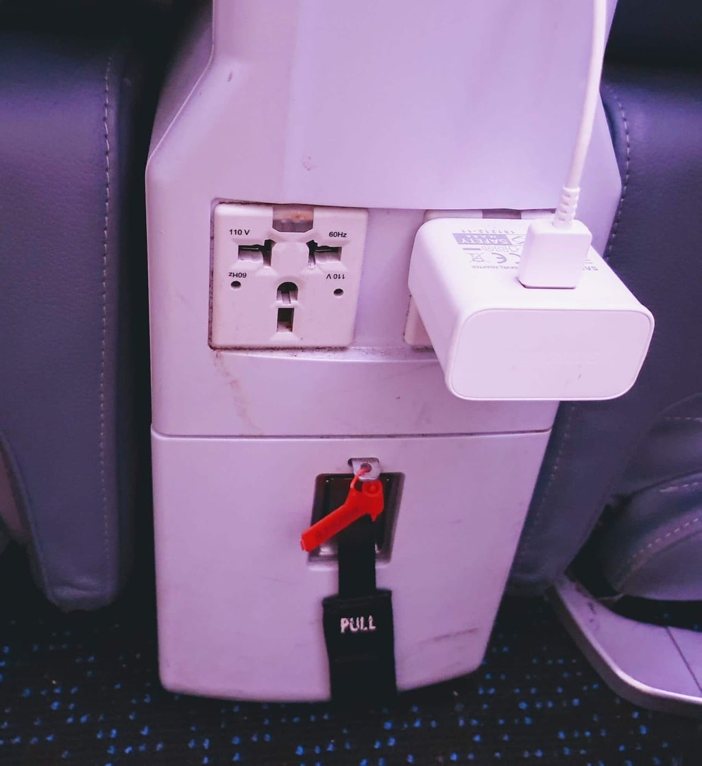 Chargers on Singapore Airlines Premium Economy