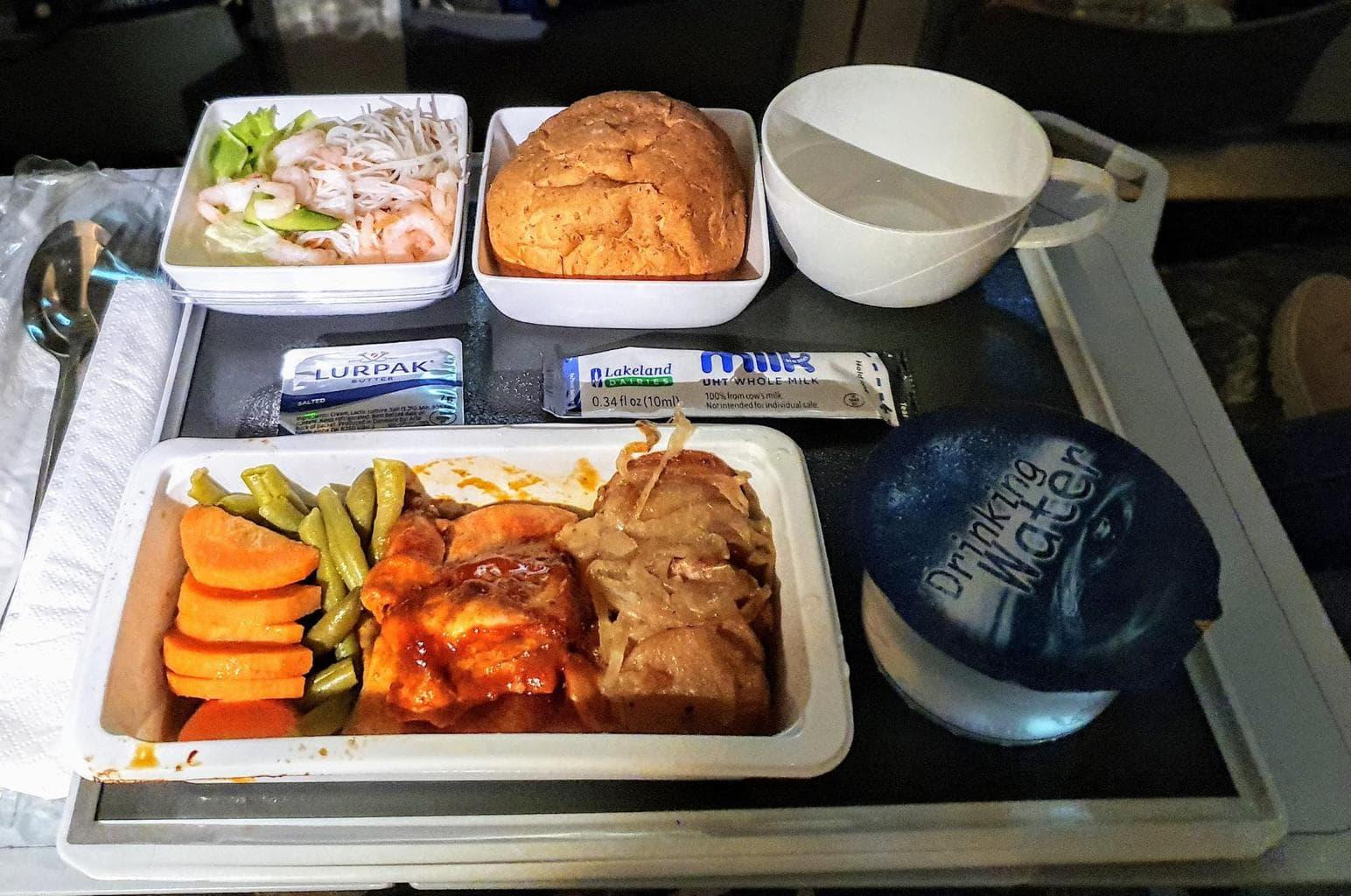 Dinner service on Singapore Airlines Premium Economy