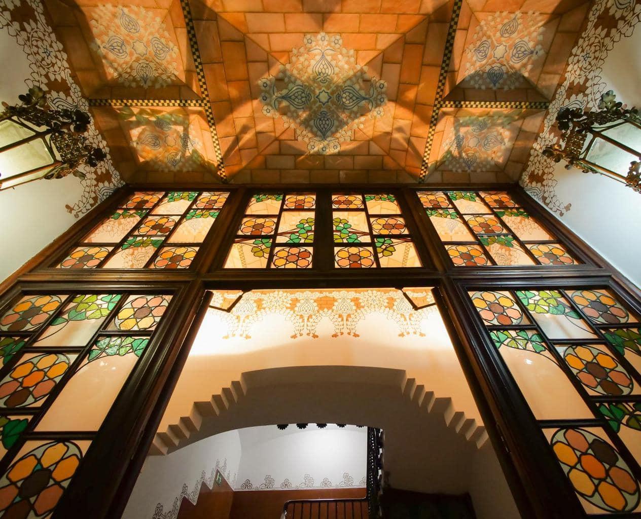 Entrance and ceiling to La Casa de les Punxes