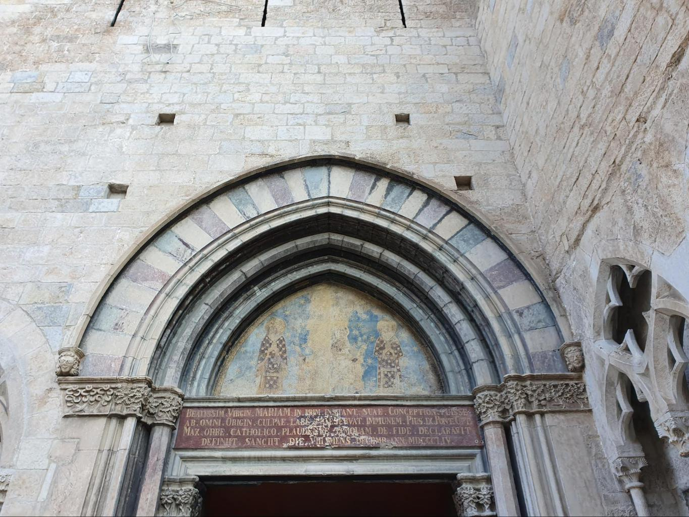 Side entrance to the Church of Sant Feliu