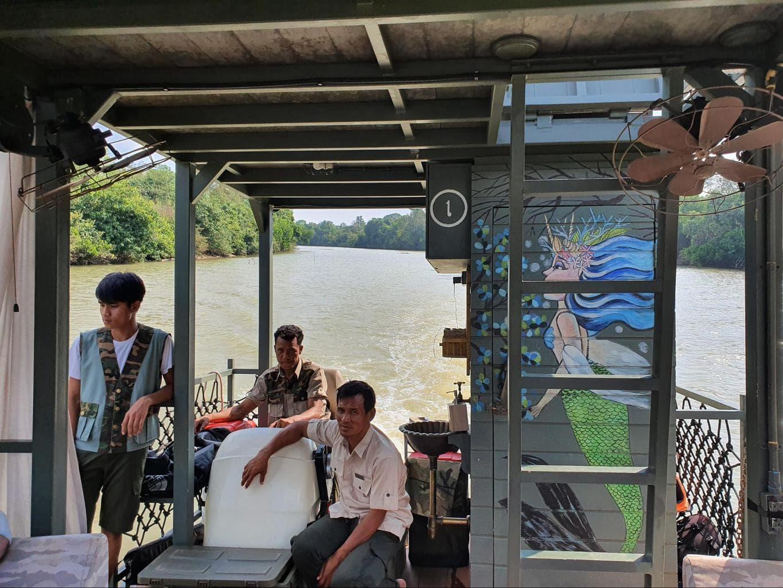 River boating at Shinta Mani Wild