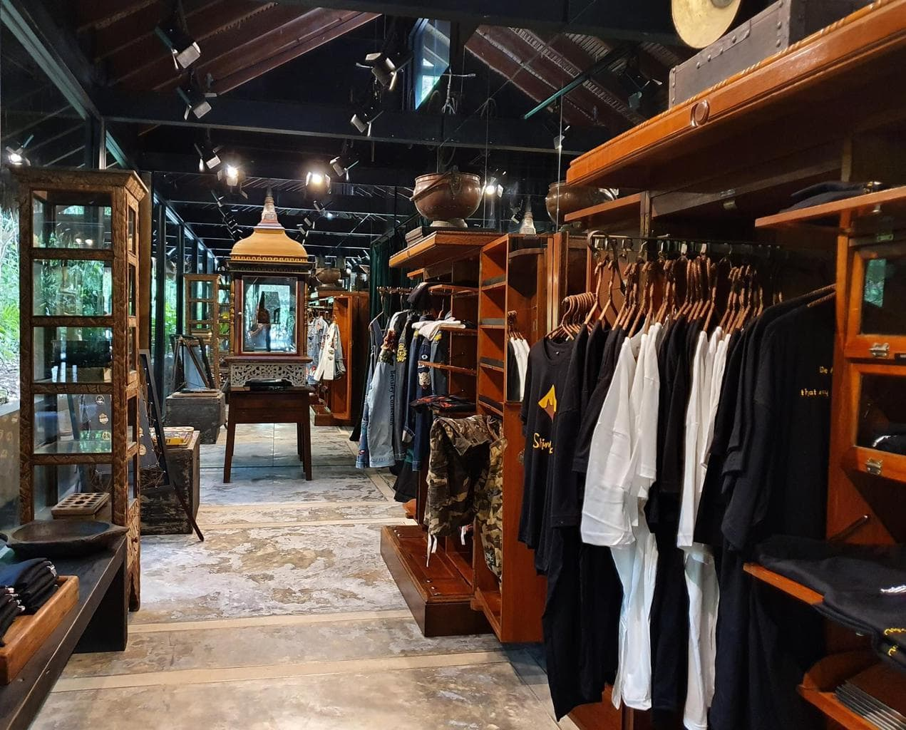 Shop with a Heart store at Shinta Mani Wild