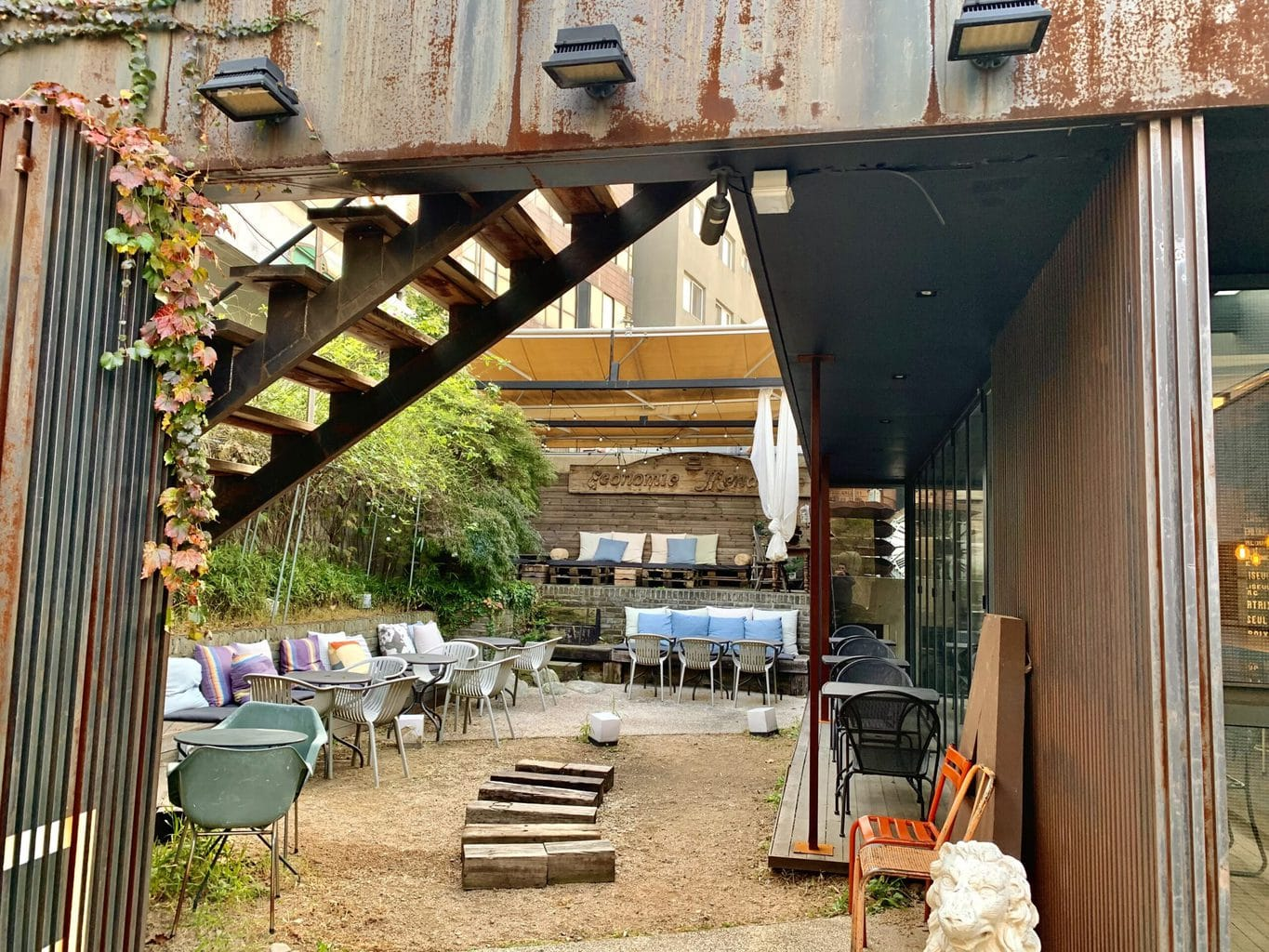 Cafe Ando Outdoor seating