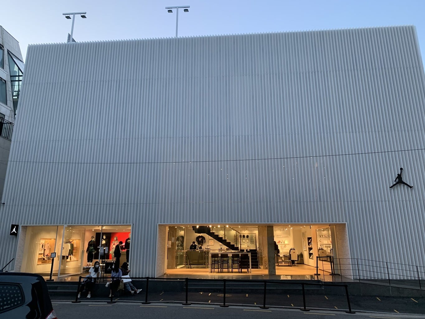 Premium and minimalist shopping in Apgujeong Rodeo Street