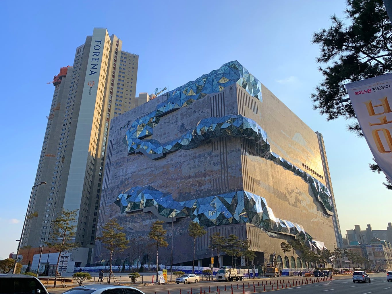Galleria Gwanggyo - those glass bulges are walkable and you can look down