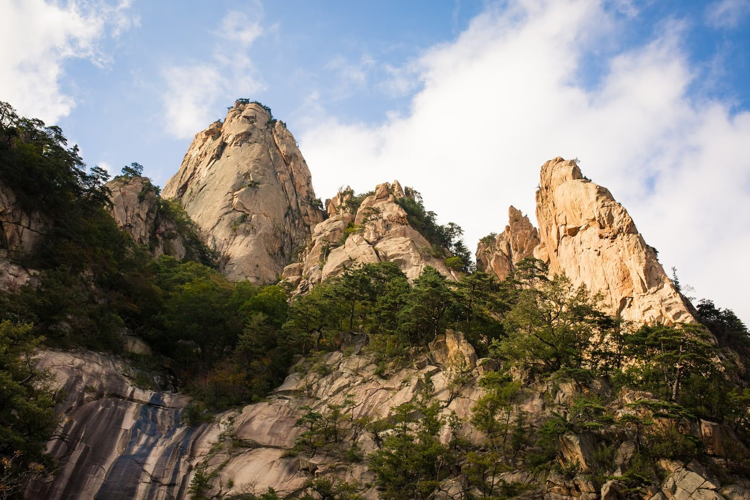 The beautiful jagged limestone rocks of Seorak Mountain
