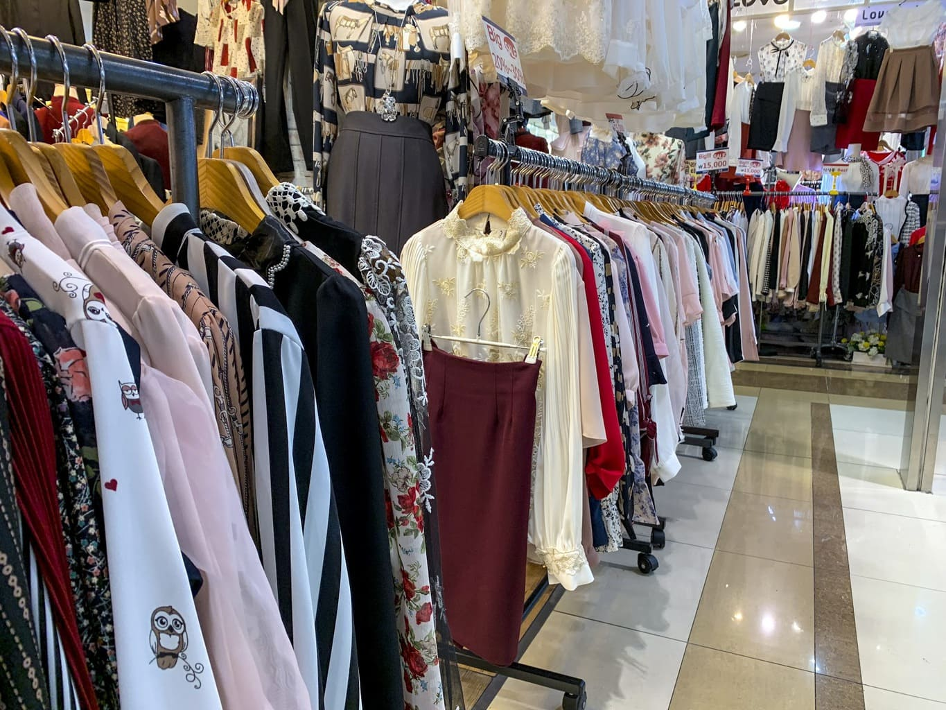 Shopping for clothes in Dongdaemun